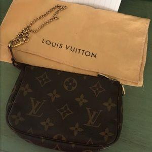 Mini pochette Louis Vuitton:)